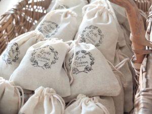 Tote bag pour faire plaisir à ses invités de mariage - Alexandrine Wedding Planner Yvelines